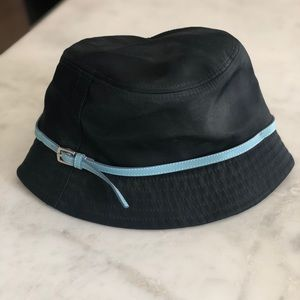 Black coach bucket hat